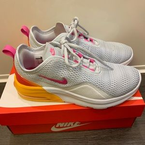 Nike Air Max Motion 2 - Women 7 - Grey/Orange/Pink